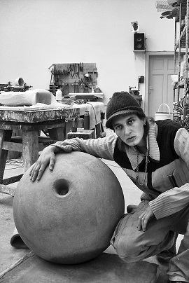 Toni Schmale,Selbstportrait, loch ist loch, 2017,Foto: Toni Schmale