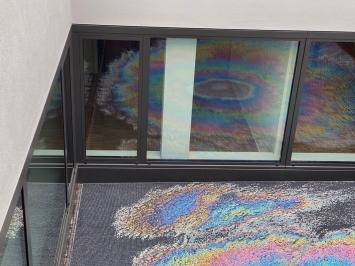 Judith Albert, Öl auf Wasser,2020, Mosaik, Stadthaus West, Uster.Foto: Stadt Uster