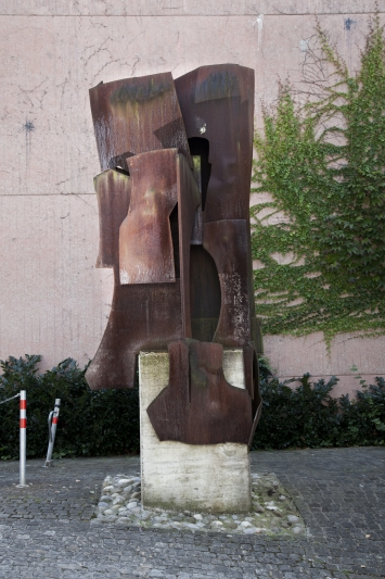 Oscar Wiggli,Syrinx, 1985,Plastik, Cortenstahl, ca. 320x200x150 cm, Theater Casino, Artherstrasse 2, Eigentum Stadt Zug, Schenkung Kanton Zug (1985)