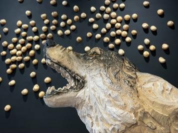 Wolf Pappelholz in Farbe gefasst 85 x 75 x 100 cm 2020panini Lindenholz in Farbe gefasst 10 x 10 x 10 cm 2020 21