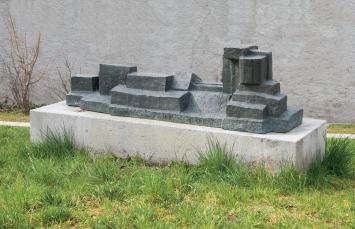 Fritz Wotruba, Grosse liegende Figur, 1960,Plastik, Bronze, 197x54x57 cm, Kunsthaus Zug, Dorfstrasse 27, Eigentum Kunsthaus Zug, Schenkung Lucy Wotruba