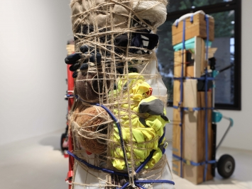 Exhibition view Umut Yasat Soloshow «5/1; view on Der Stapel 14, 2018 (detail)» at Windhager von Kaenel, Zurich, 2020 / Courtesy: the artist and Windhager von Kaenel
